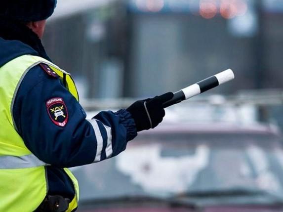 Сотрудники ГИБДД смогут изымать документы на машину прямо на дороге