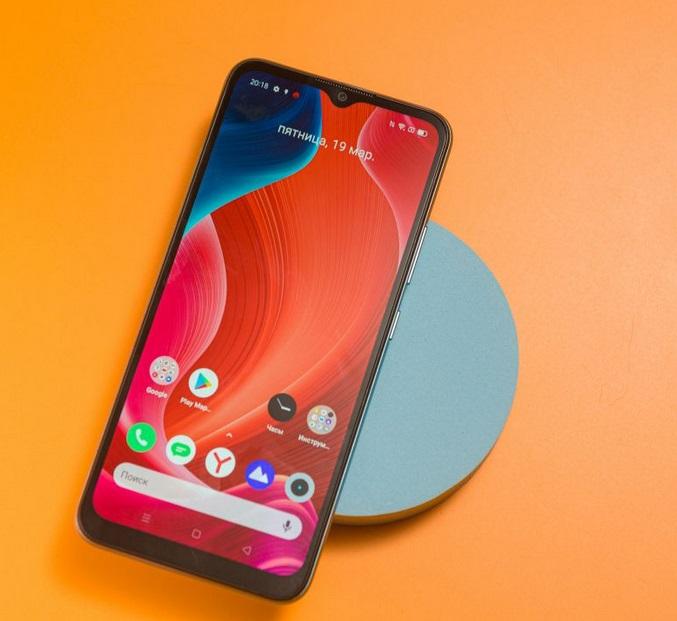 Нужен смартфон с большим экраном и мощной батареей? Есть надежный вариант за 9990 рублей