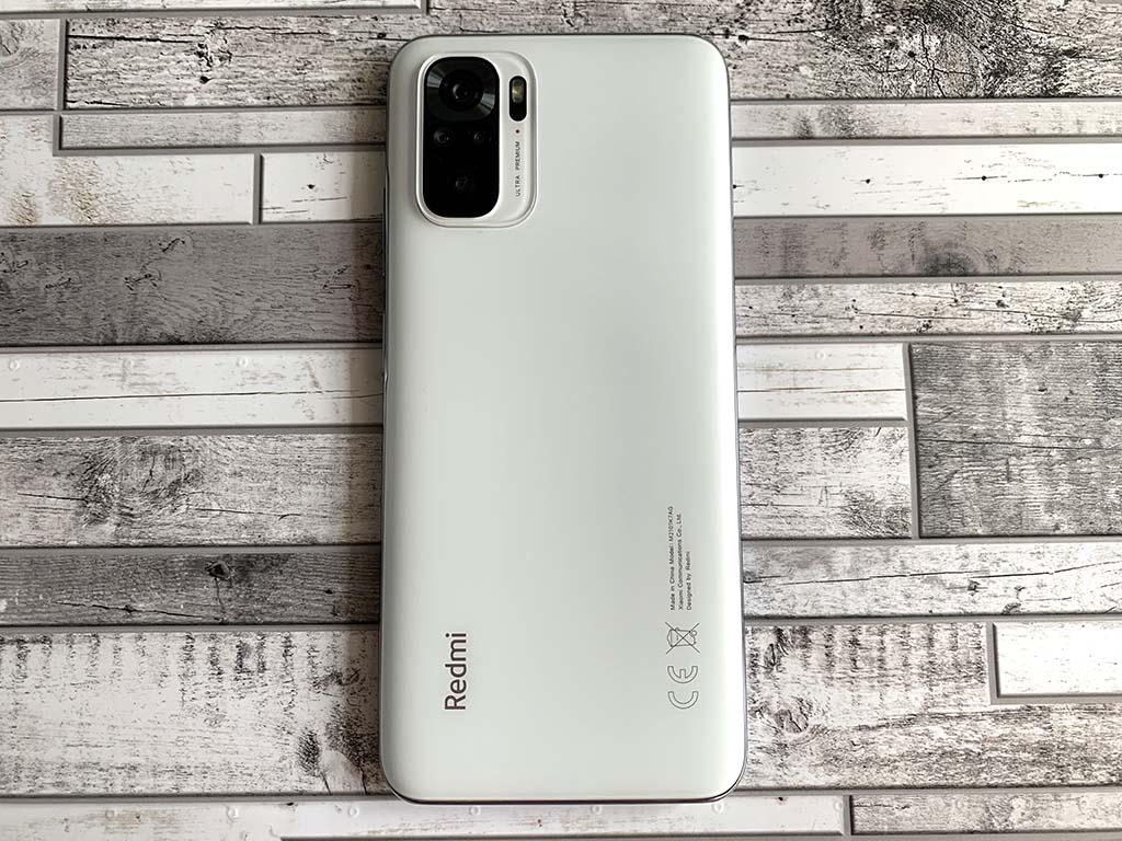 Недорогой смартфон с опциями, которые есть у дорогих моделей: HDR-видео, NFC, IP53, 4К и зарядка 33 Вт